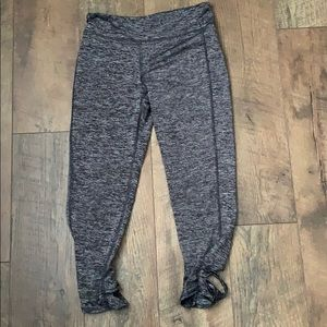 Leggings with cross pattern at ankles